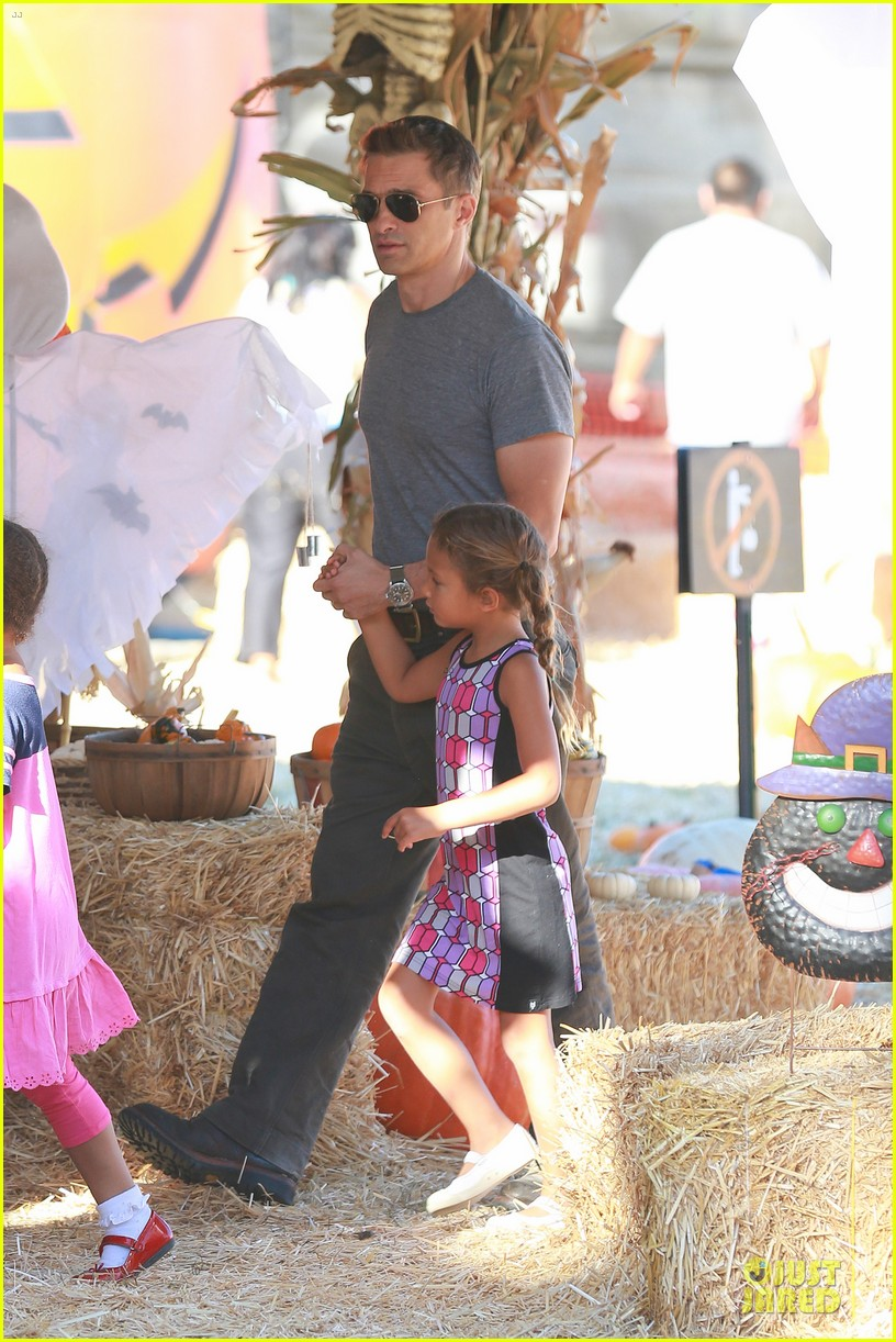 olivier martinez steps out after halle berry gave birth to son 102968104