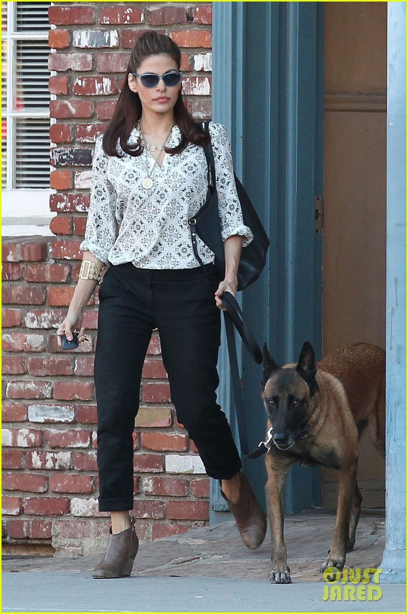 eva mendes does business with her dog 012975441