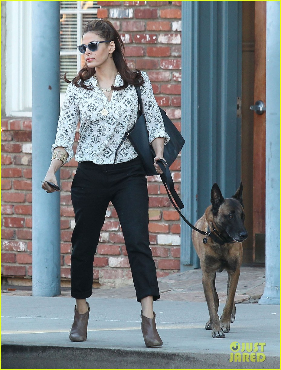 eva mendes does business with her dog 042975444