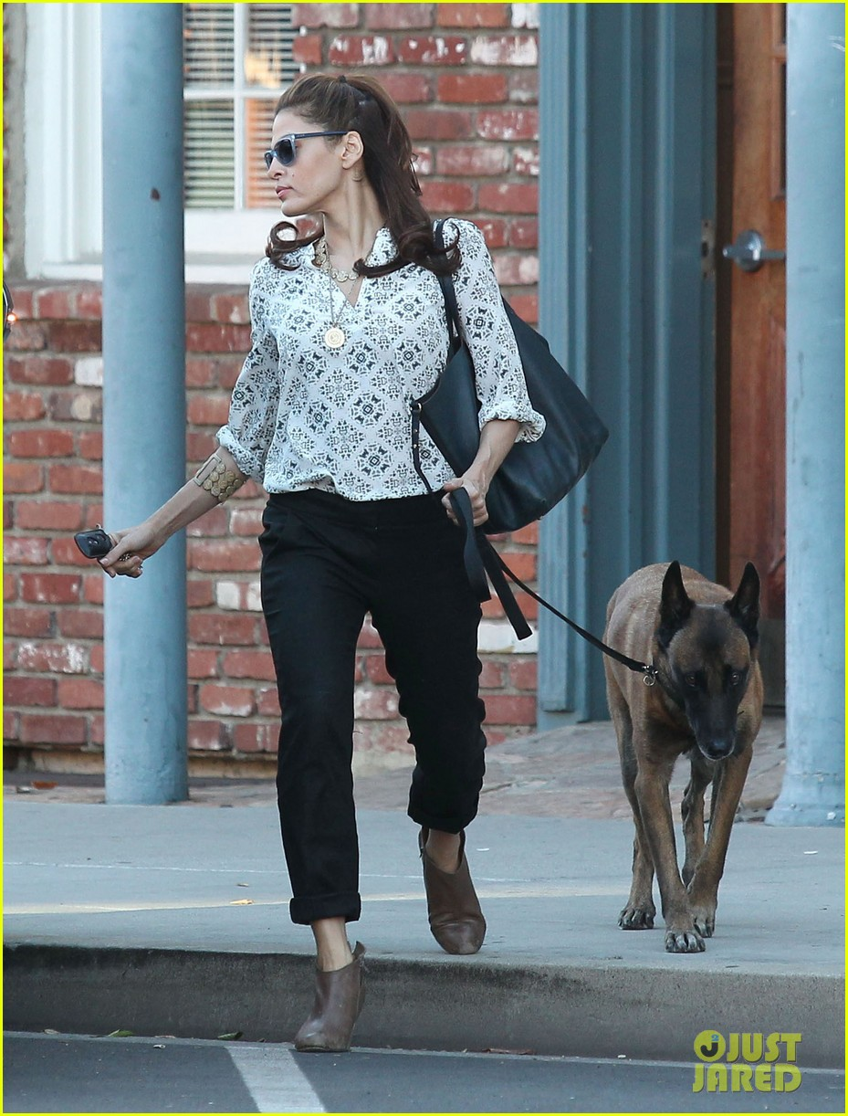 eva mendes does business with her dog 072975447