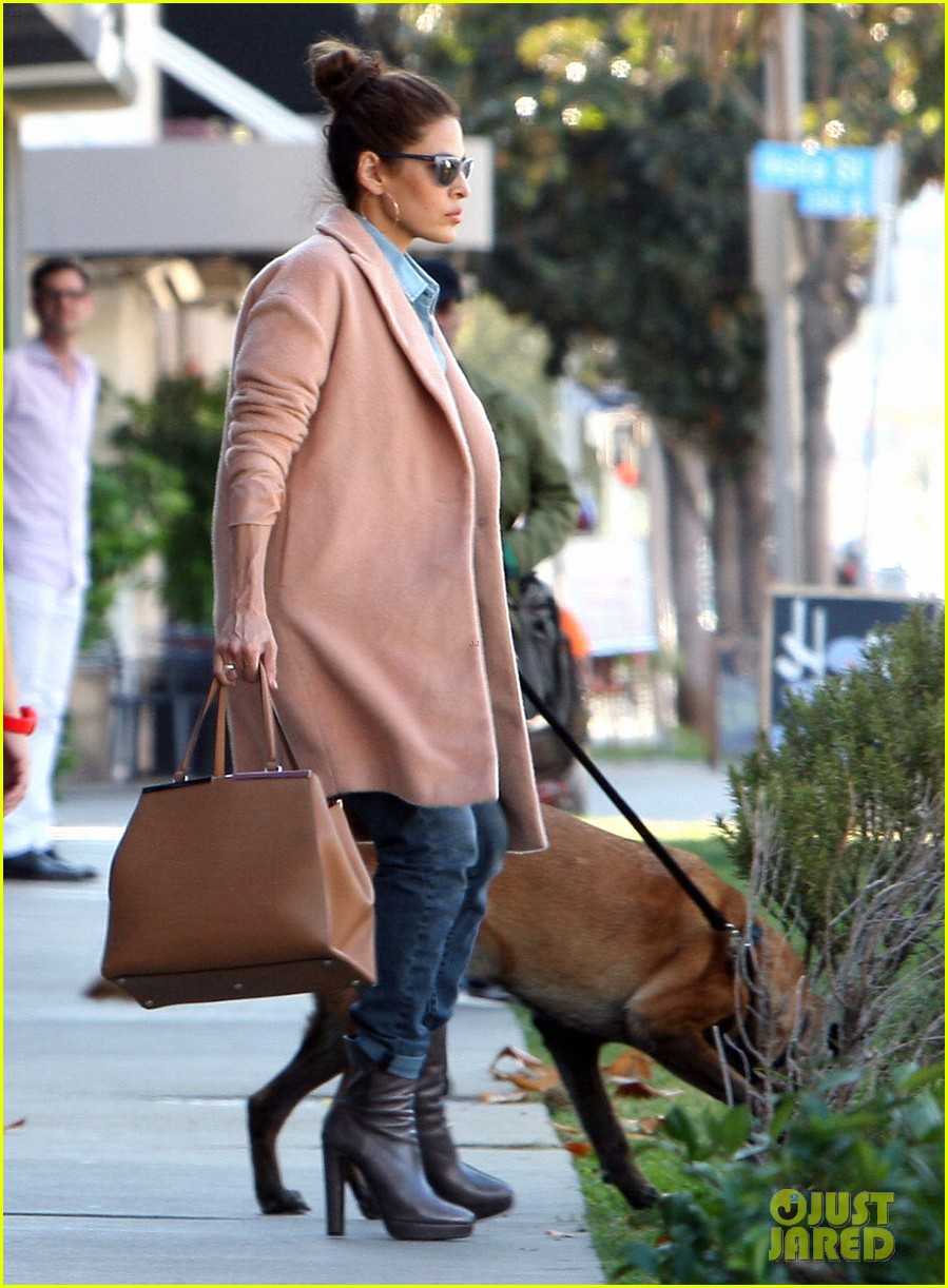 eva mendes its about fashion on the run 012973639