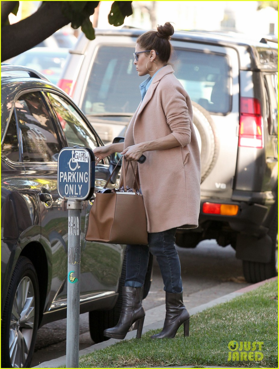 eva mendes its about fashion on the run 032973641