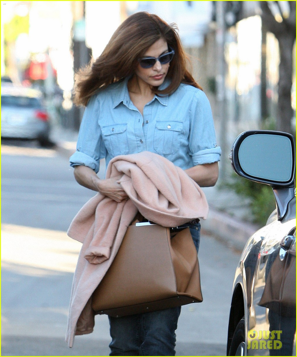 eva mendes its about fashion on the run 092973647