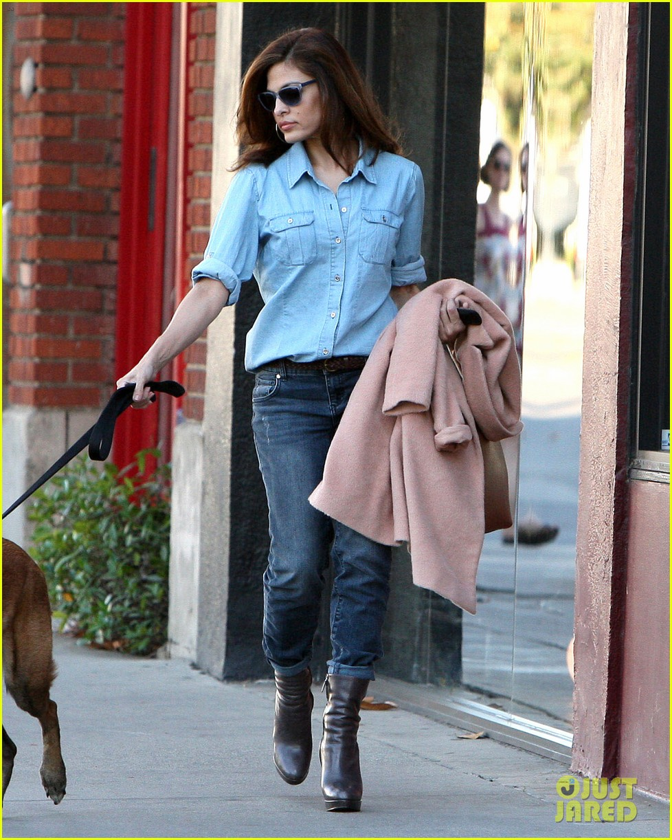 eva mendes its about fashion on the run 102973648