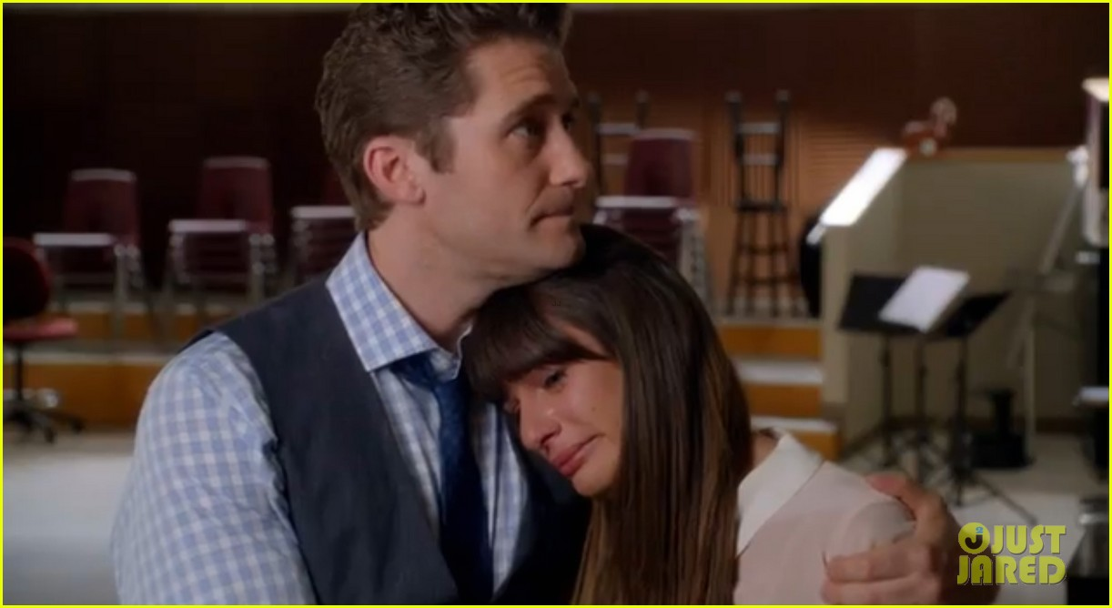 lea michele sings to cory monteith in glee farewell promo 022965472