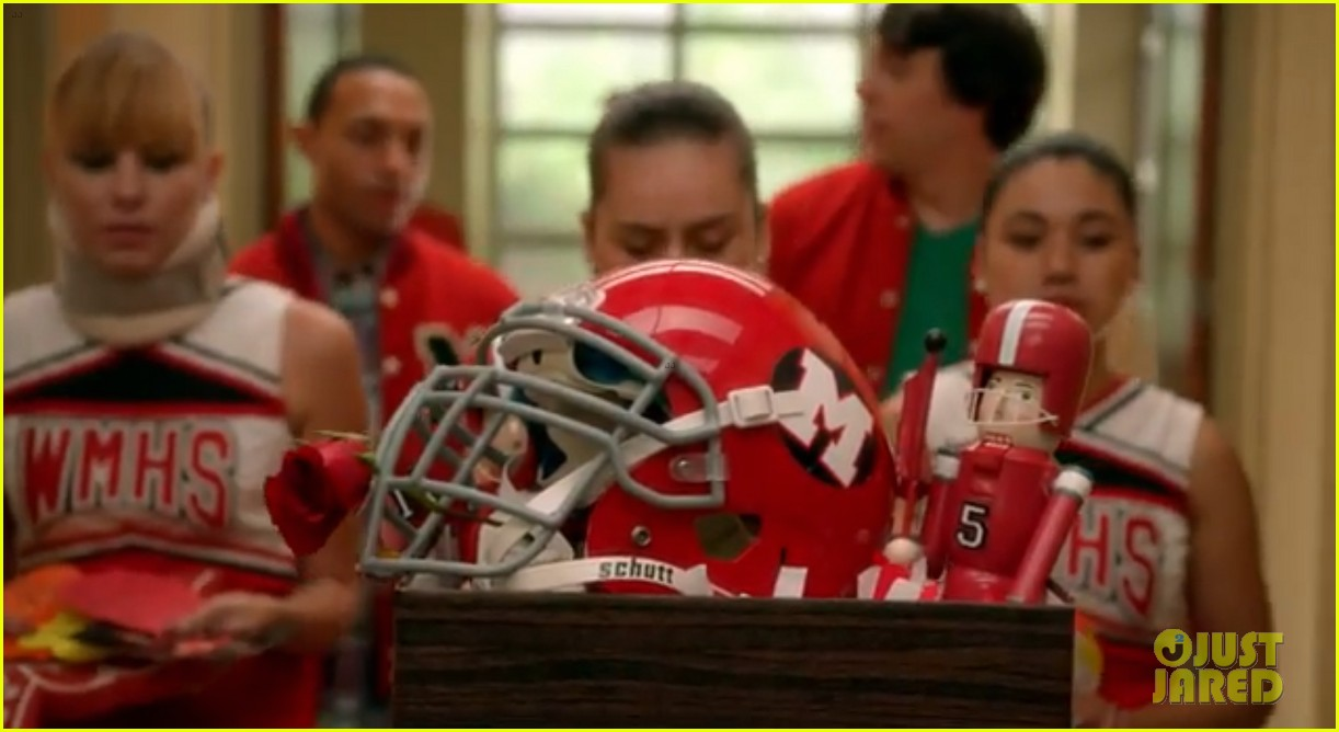 lea michele sings to cory monteith in glee farewell promo 042965474