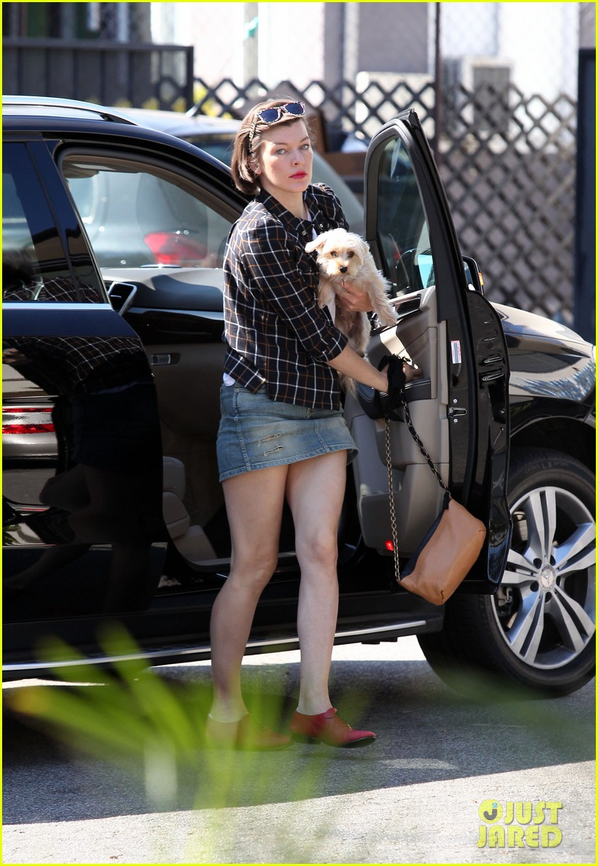 milla jovovich is proud mom after evers tae kwon do class 072971406