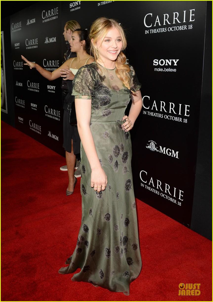chloe moretz julianne moore carrie hollywood premiere 292968449