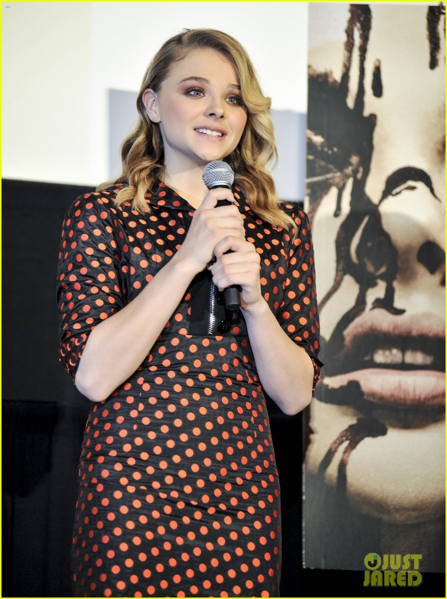chloe moretz carrie tokyo stage greeting 012977557