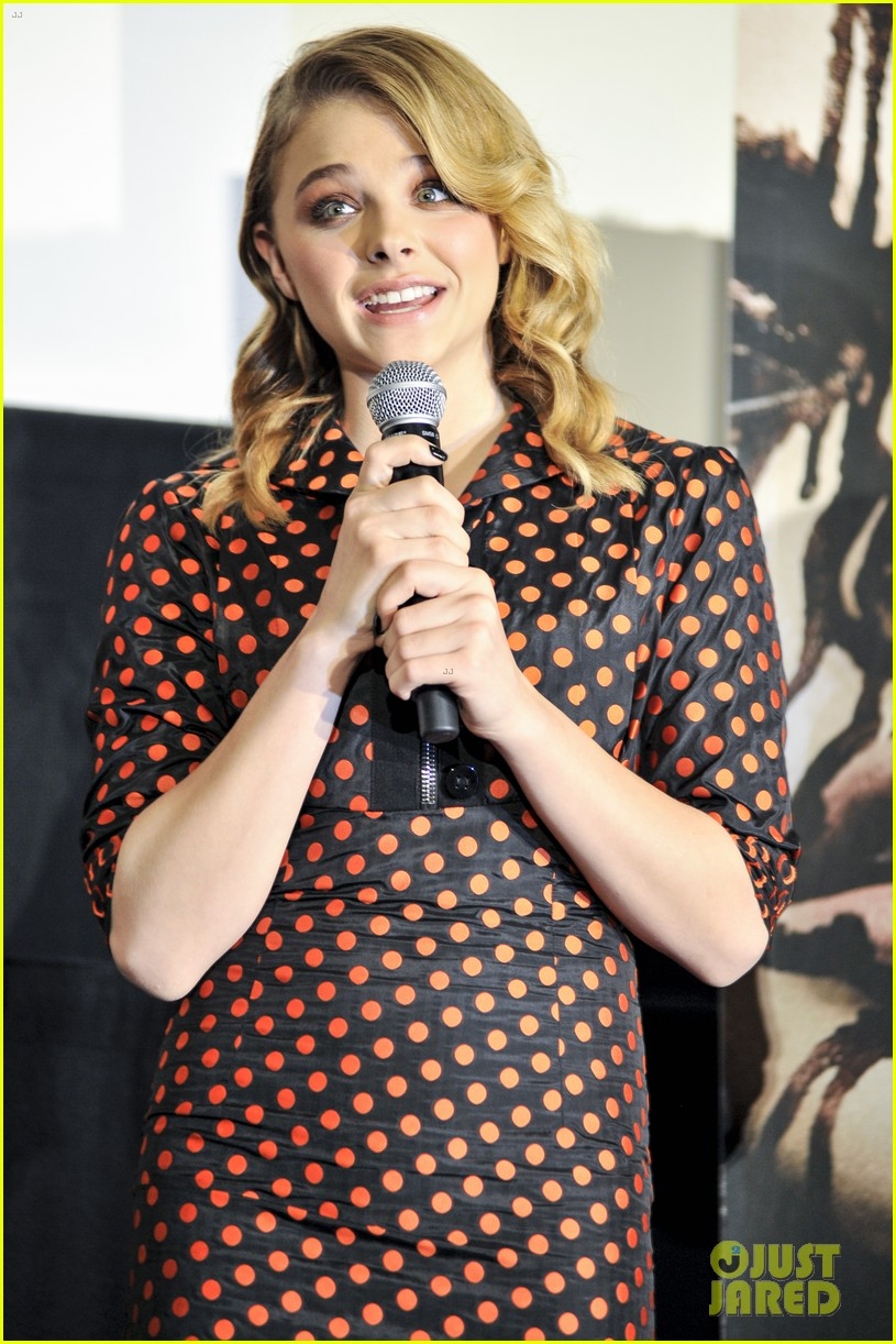 chloe moretz carrie tokyo stage greeting 09