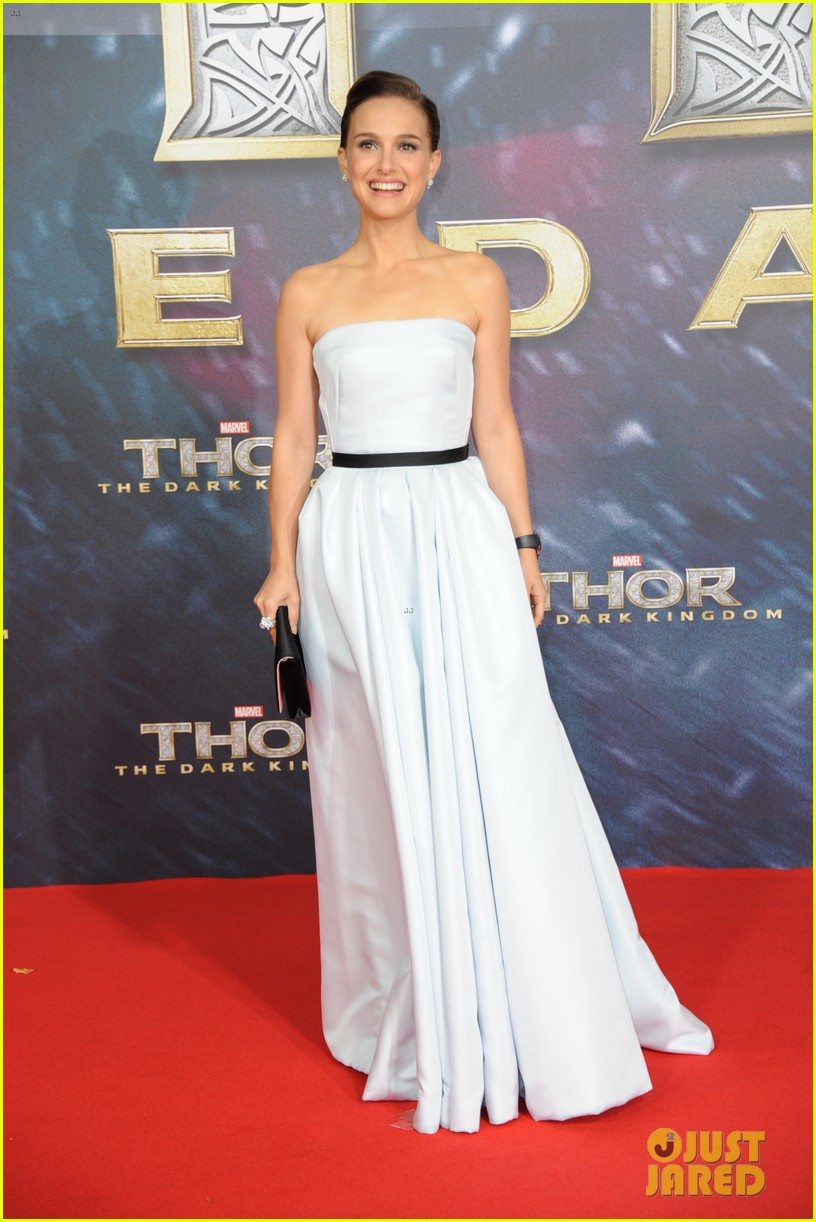 natalie portman chris hemsworth thor berlin premiere 01
