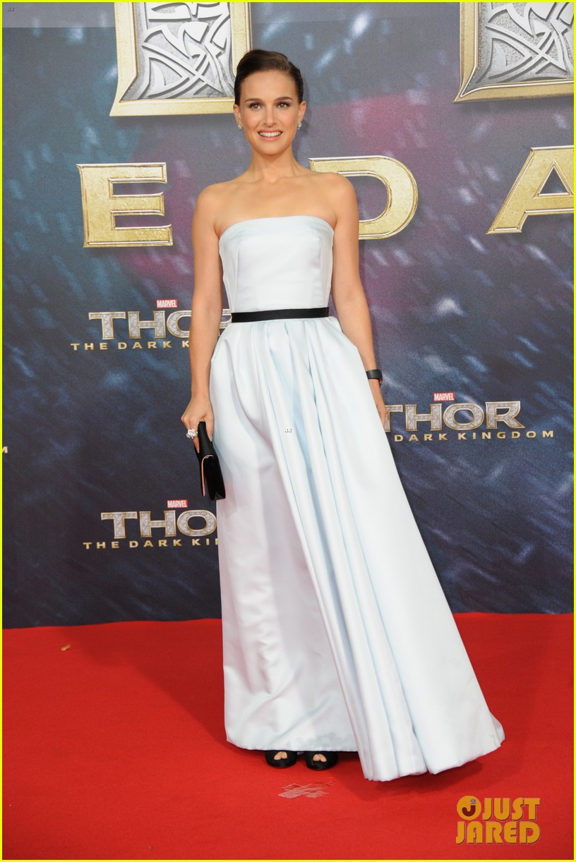 natalie portman chris hemsworth thor berlin premiere 062981280