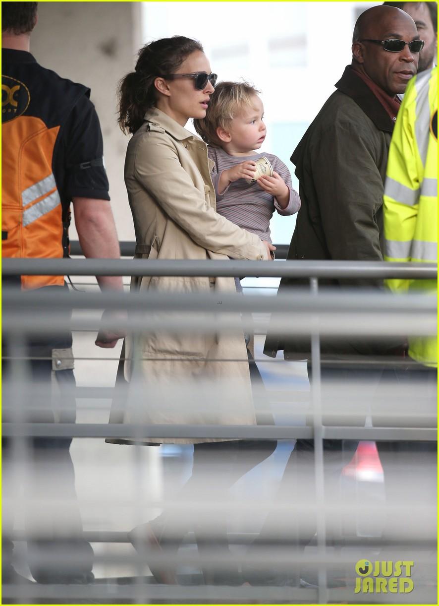 natalie portman tom hiddleston thor paris premiere 262977749