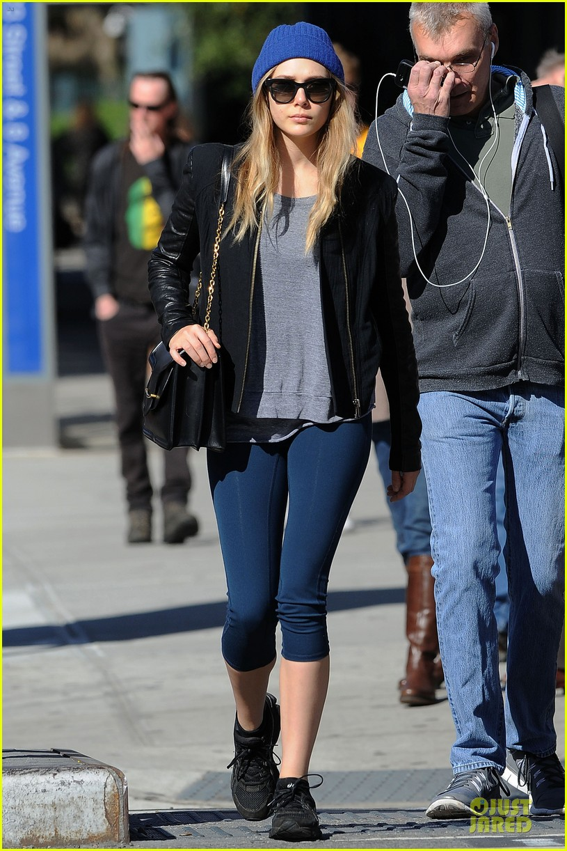 elizabeth olsen stays fit mary kate lands at lax airport 012974806