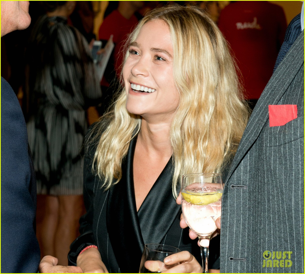 mary kate olsen olivier sarkozy take home a nude art auction 042969098