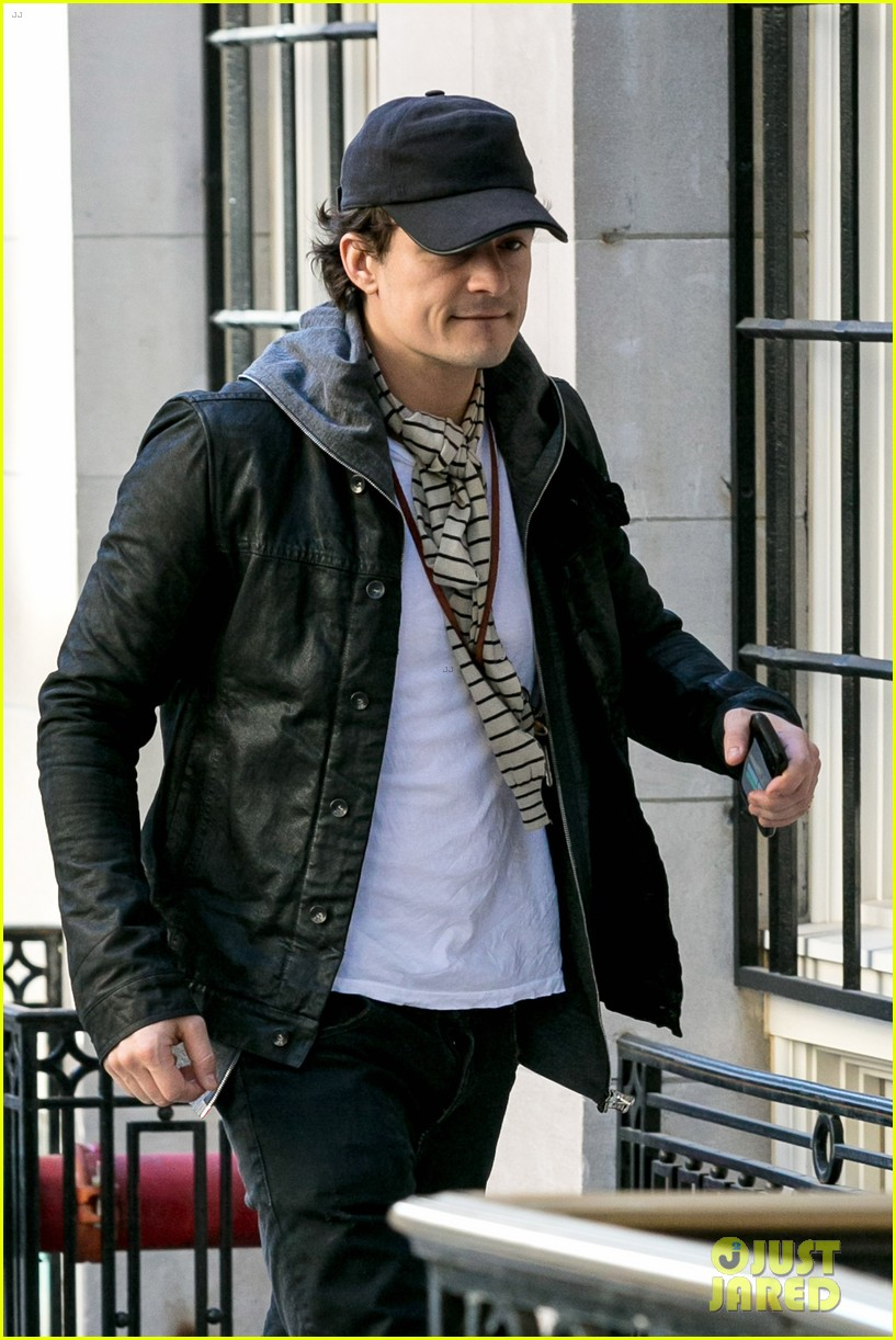 orlando bloom stops by miranda kerr apartment 022981218