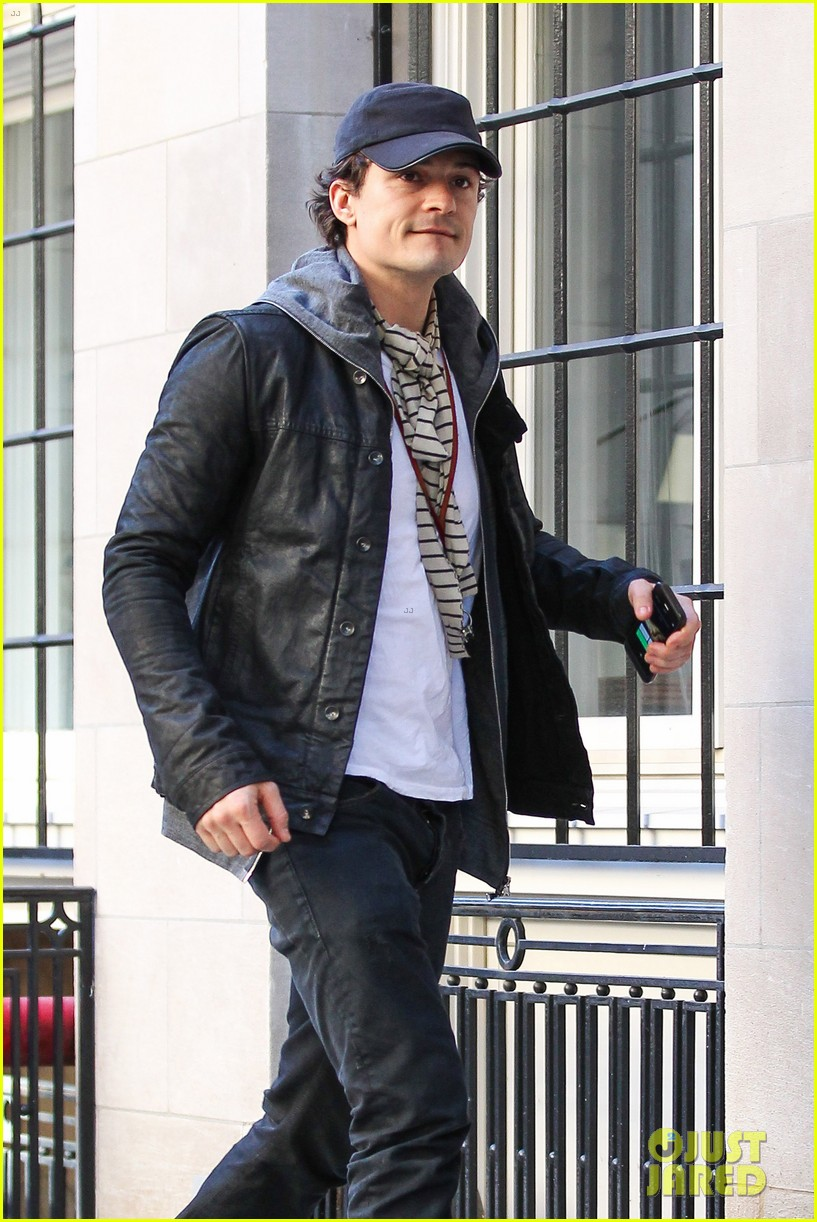 orlando bloom stops by miranda kerr apartment 072981223