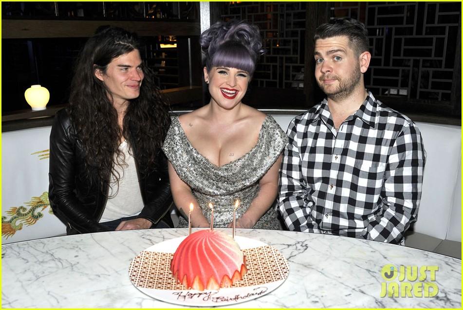 kelly osbourne celebrates birthday amid lady gaga feud 012981873