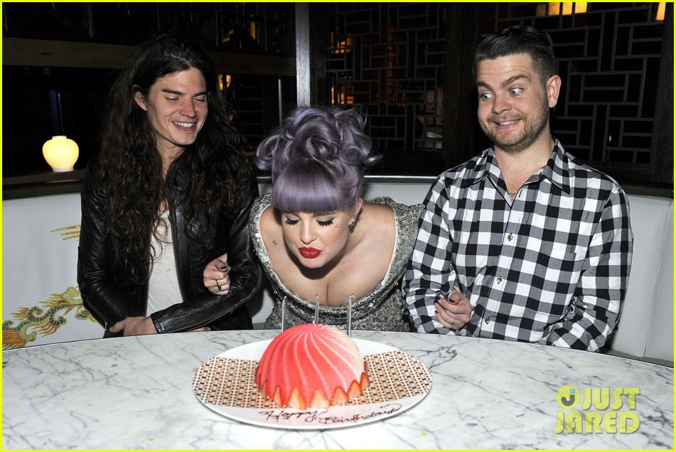 kelly osbourne celebrates birthday amid lady gaga feud 072981879