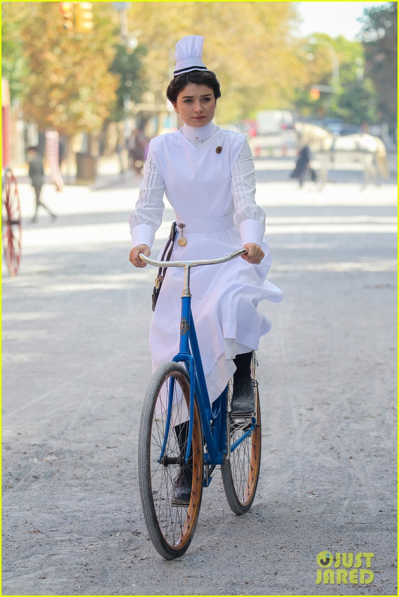 clive owen eve hewson film the knick in period outfits 032971486