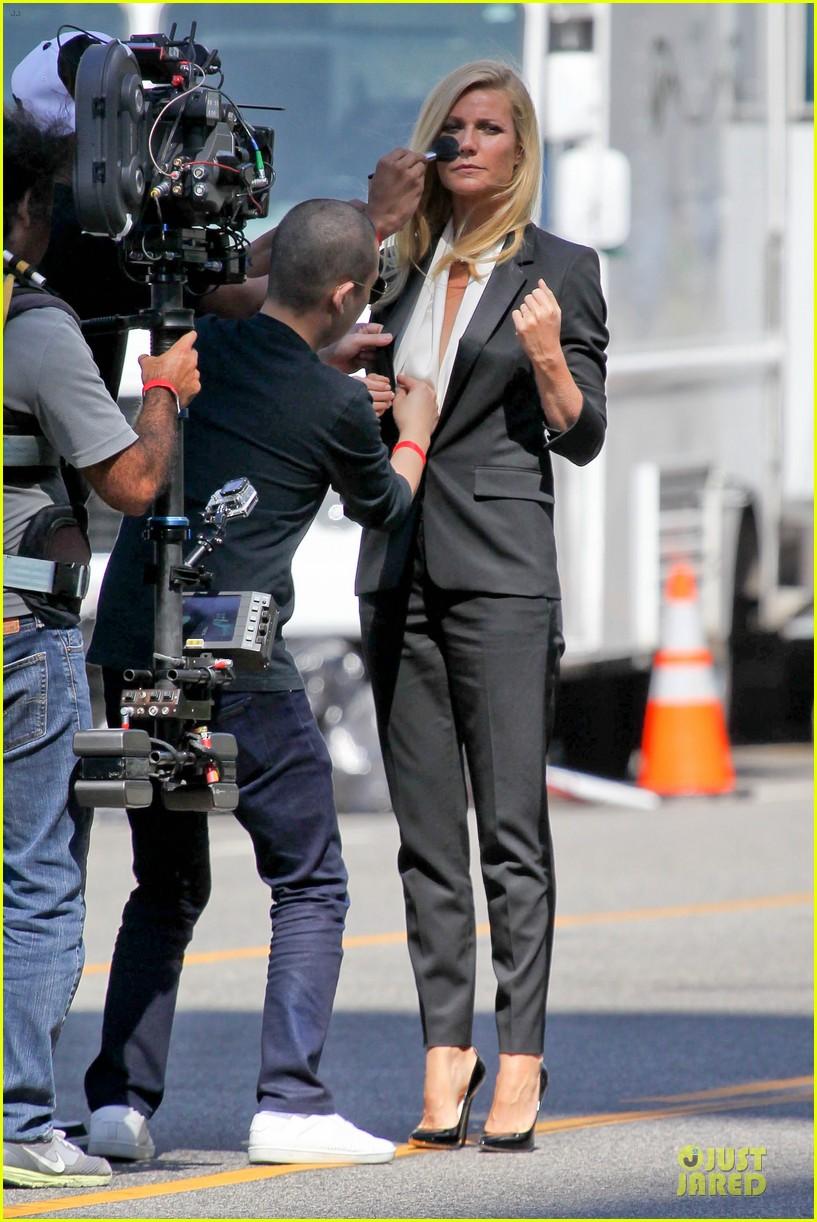 Gwyneth paltrow braless