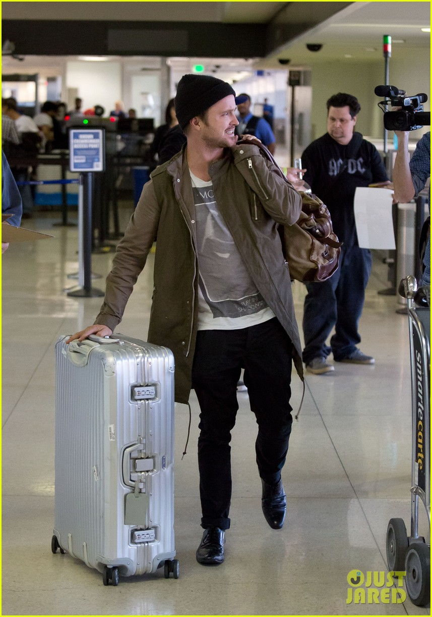 aaron paul gets kisses from lauren parsekian at lax 012967503