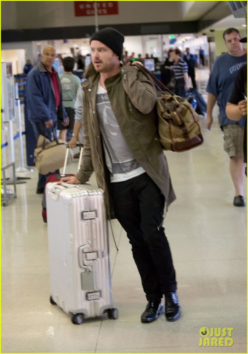 aaron paul gets kisses from lauren parsekian at lax 032967505