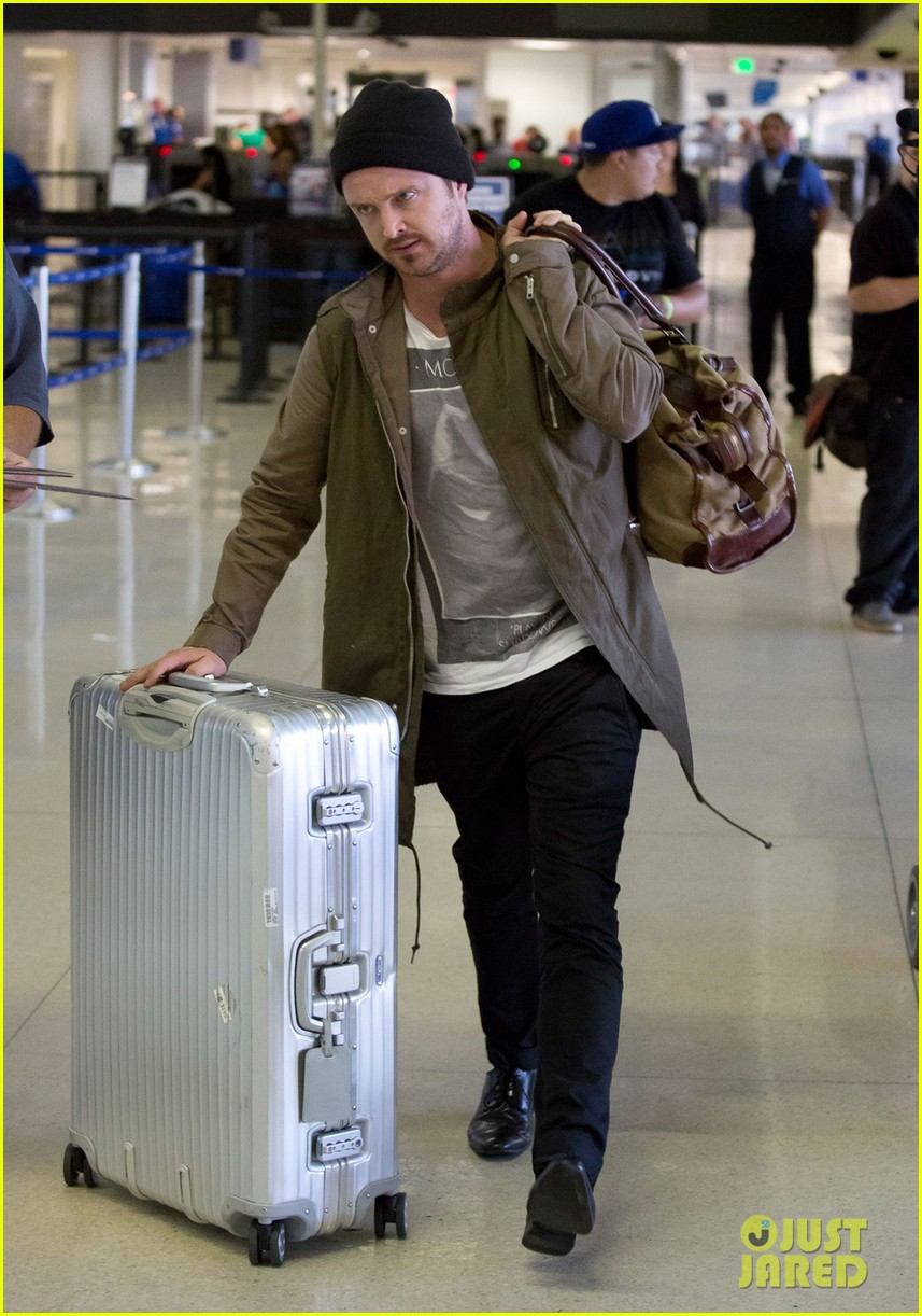 aaron paul gets kisses from lauren parsekian at lax 052967507