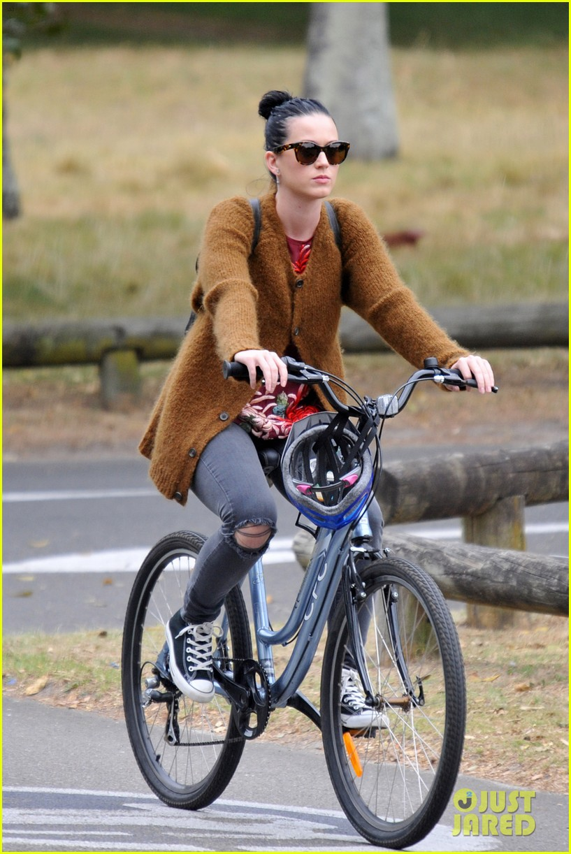 katy perry bikes in sydney thanks fans for bday wishes 012981409