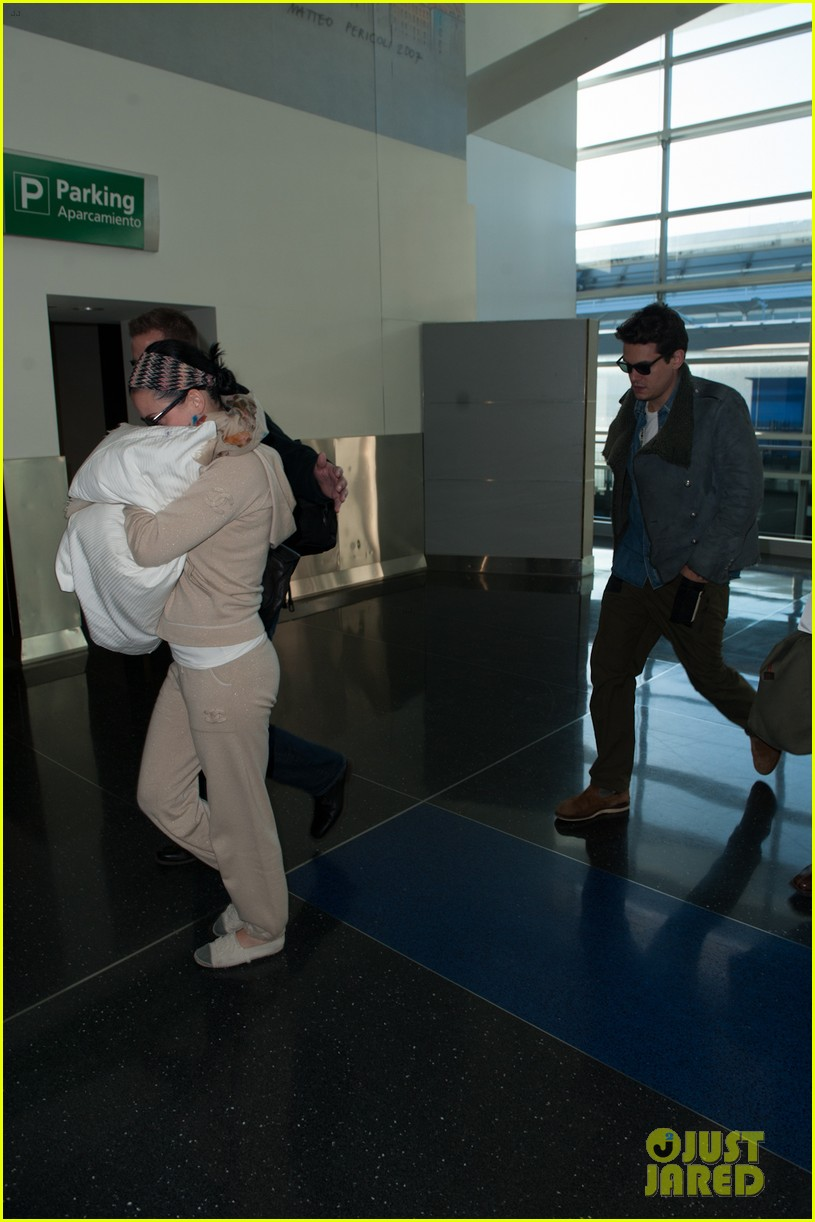katy perry john mayer catch flight out of new york city 03