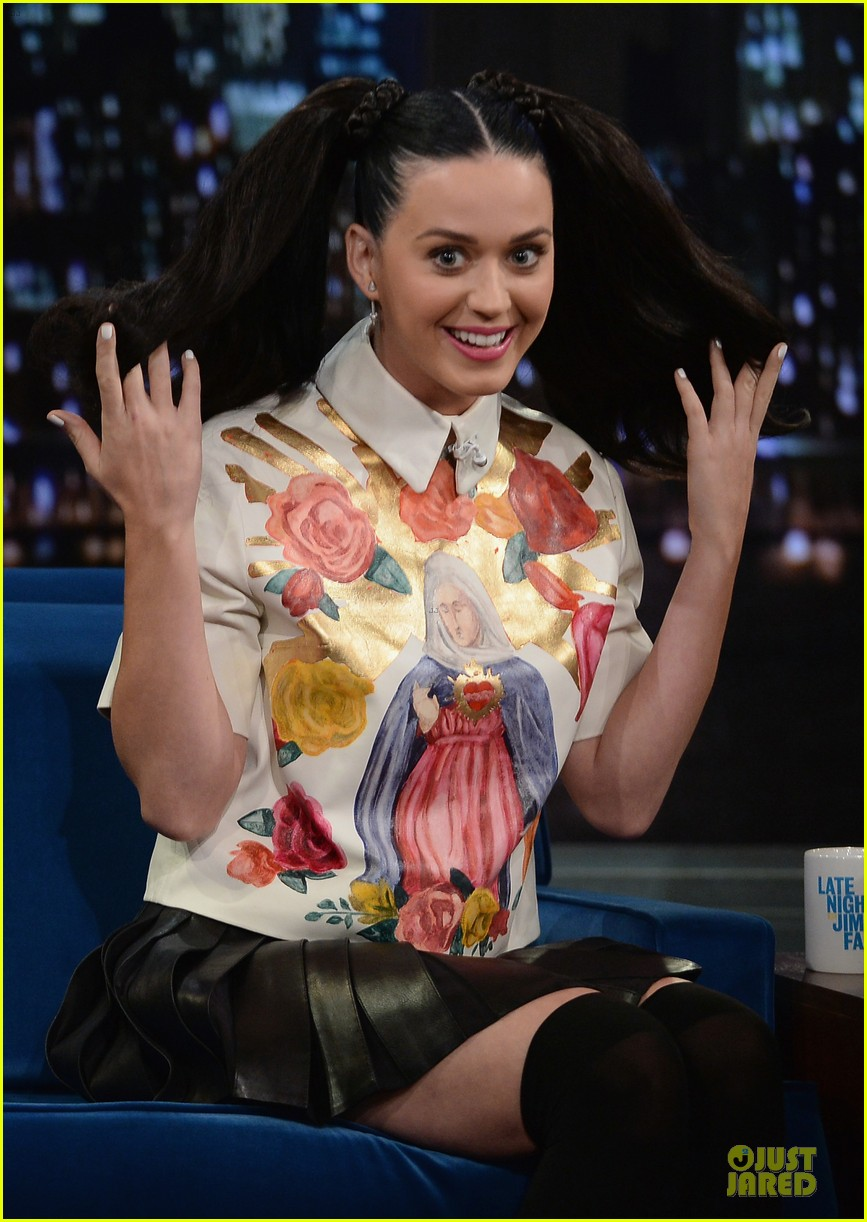 katy perry sticks out tongue for taboo on fallon 022969770