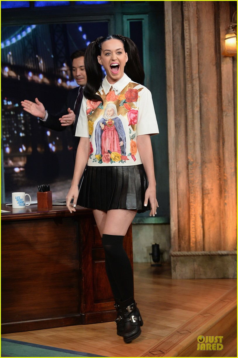 katy perry sticks out tongue for taboo on fallon 072969775