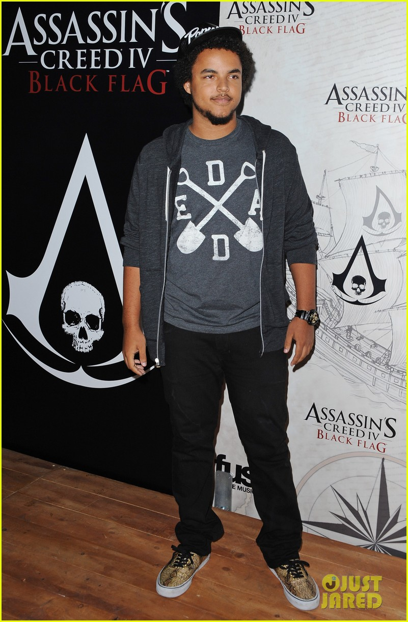 alex pettyfer emile hirsch assassinss creed iv black flag launch party 012977529