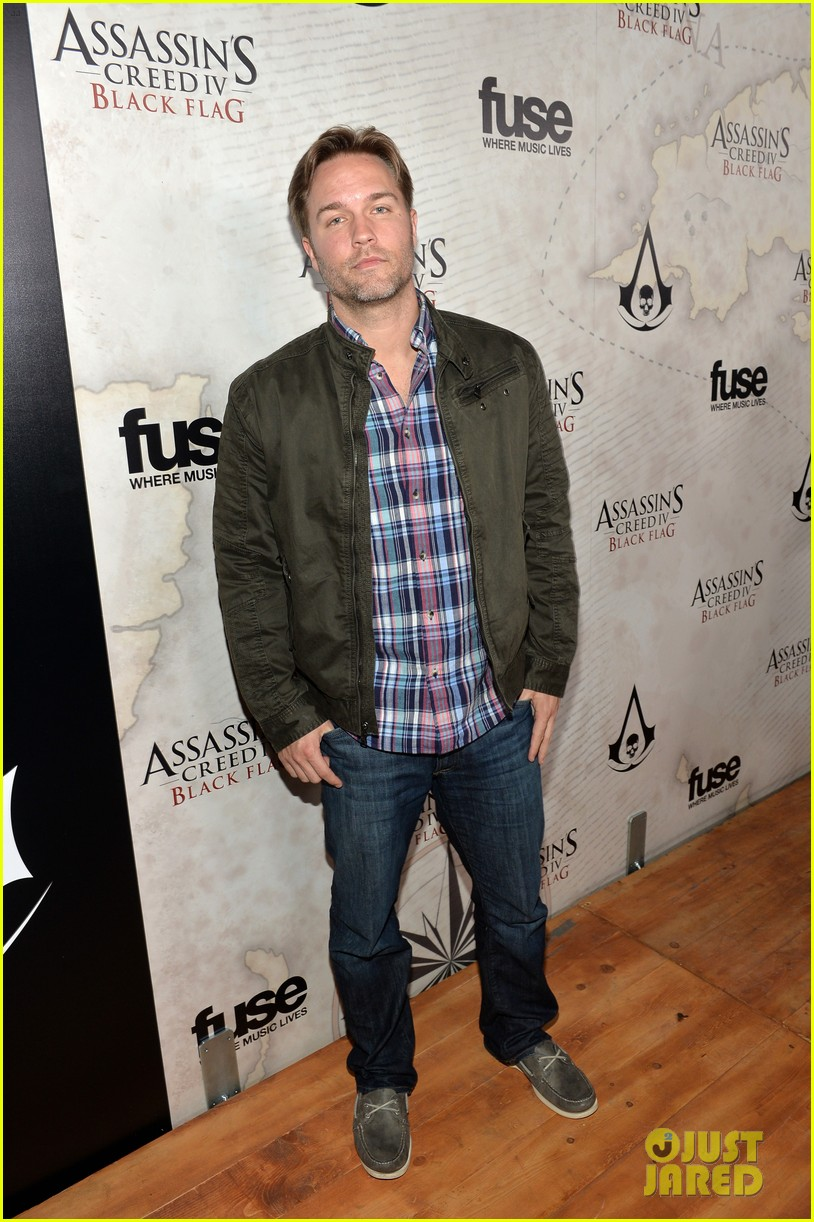 alex pettyfer emile hirsch assassinss creed iv black flag launch party 18