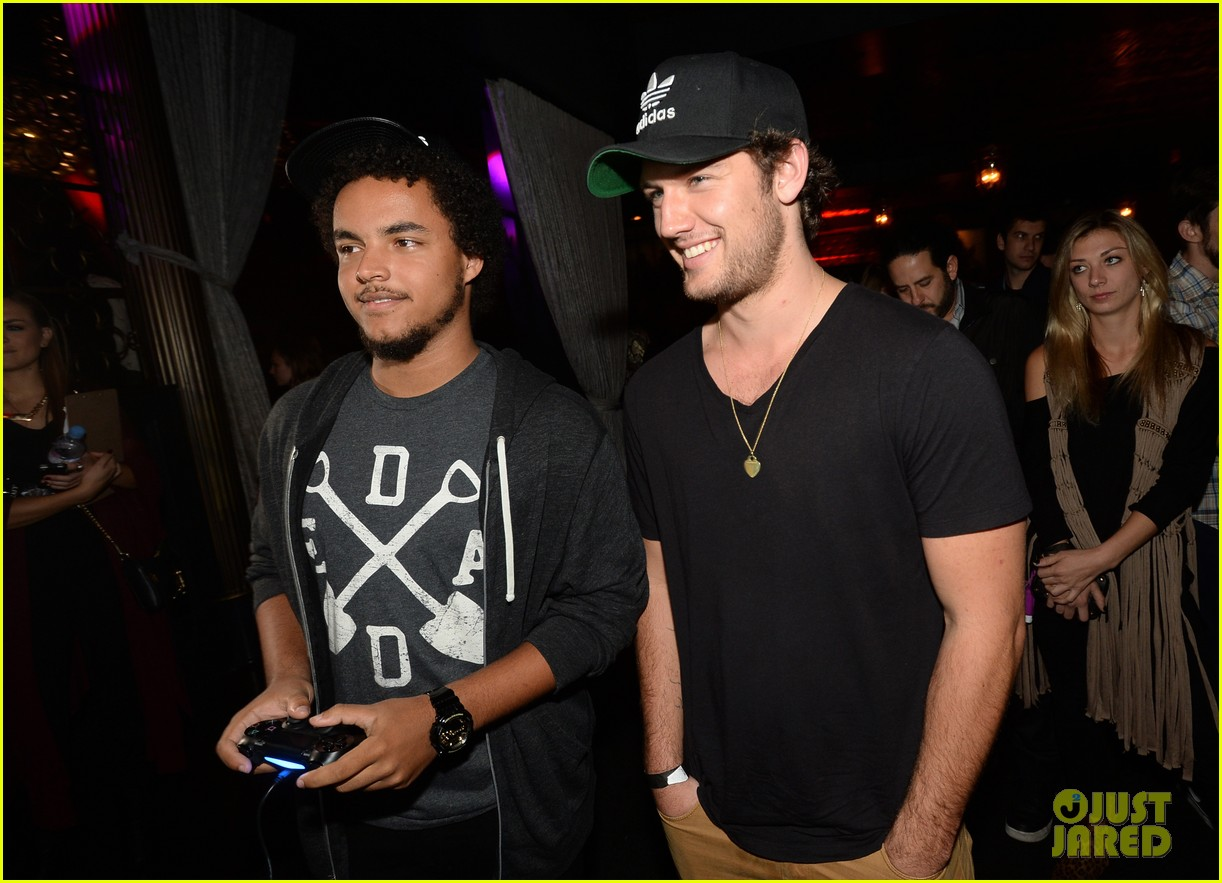 alex pettyfer emile hirsch assassinss creed iv black flag launch party 222977550