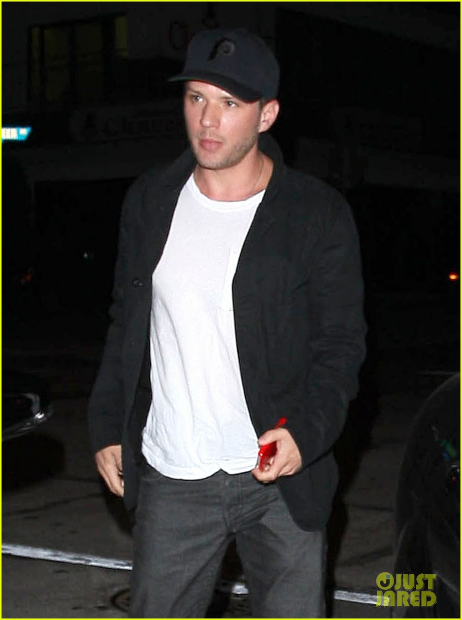 ryan phillippe deleted gay kiss scene from 54 leaks online 022965744