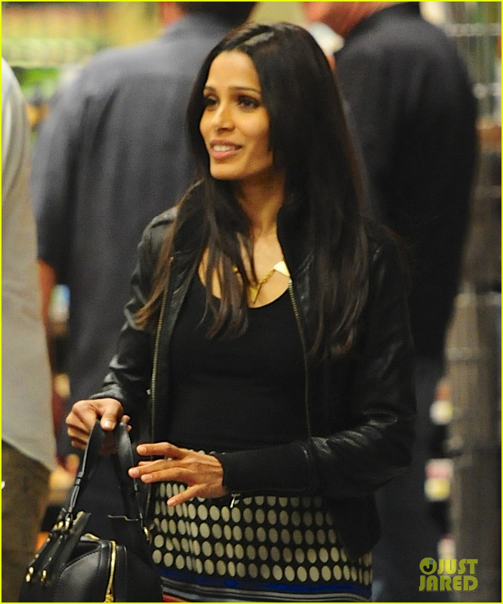 freida pinto dev patel late night grocery run 03