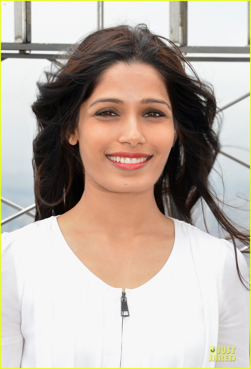 freida pinto seductively covers vogue india october 2013 062969754