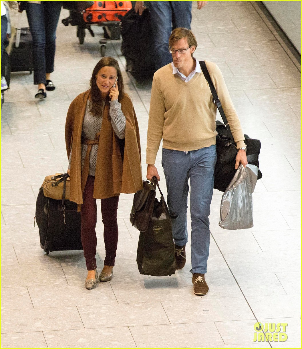 pippa middleton nico jackson arrive back in england 05