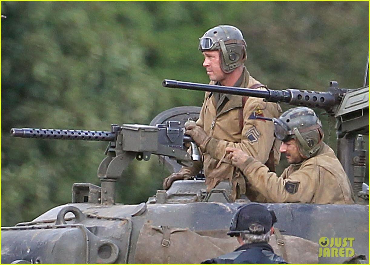 brad pitt shia labeouf continue shooting fury tank scenes 102965922