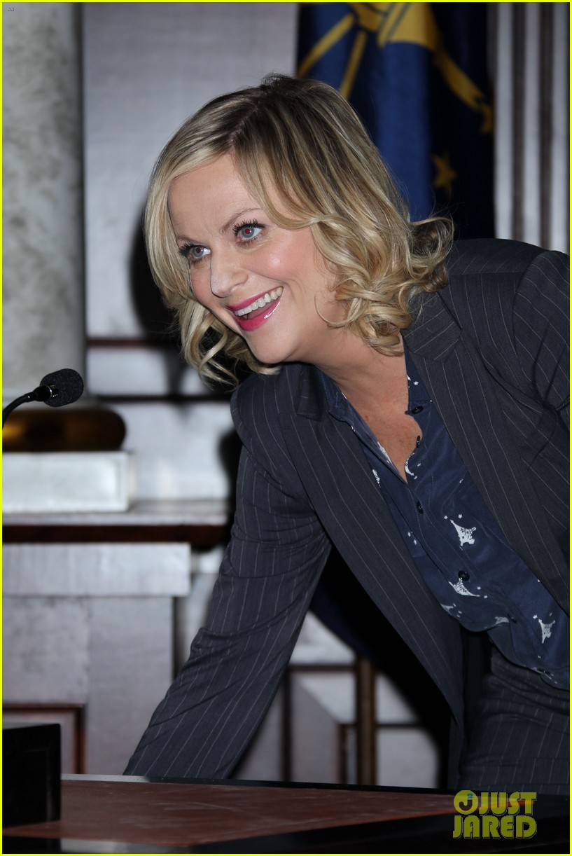 amy poehler parks recreation 100th episode celebration 112973585