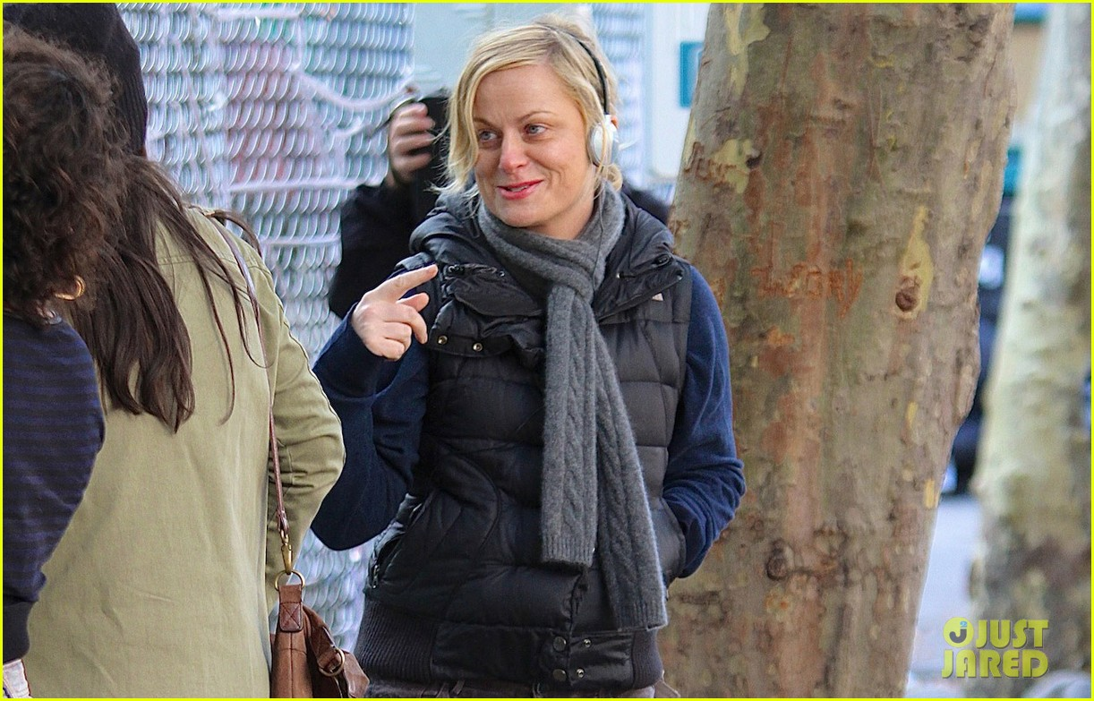 amy poehler louis ck team up for broad city 022982987