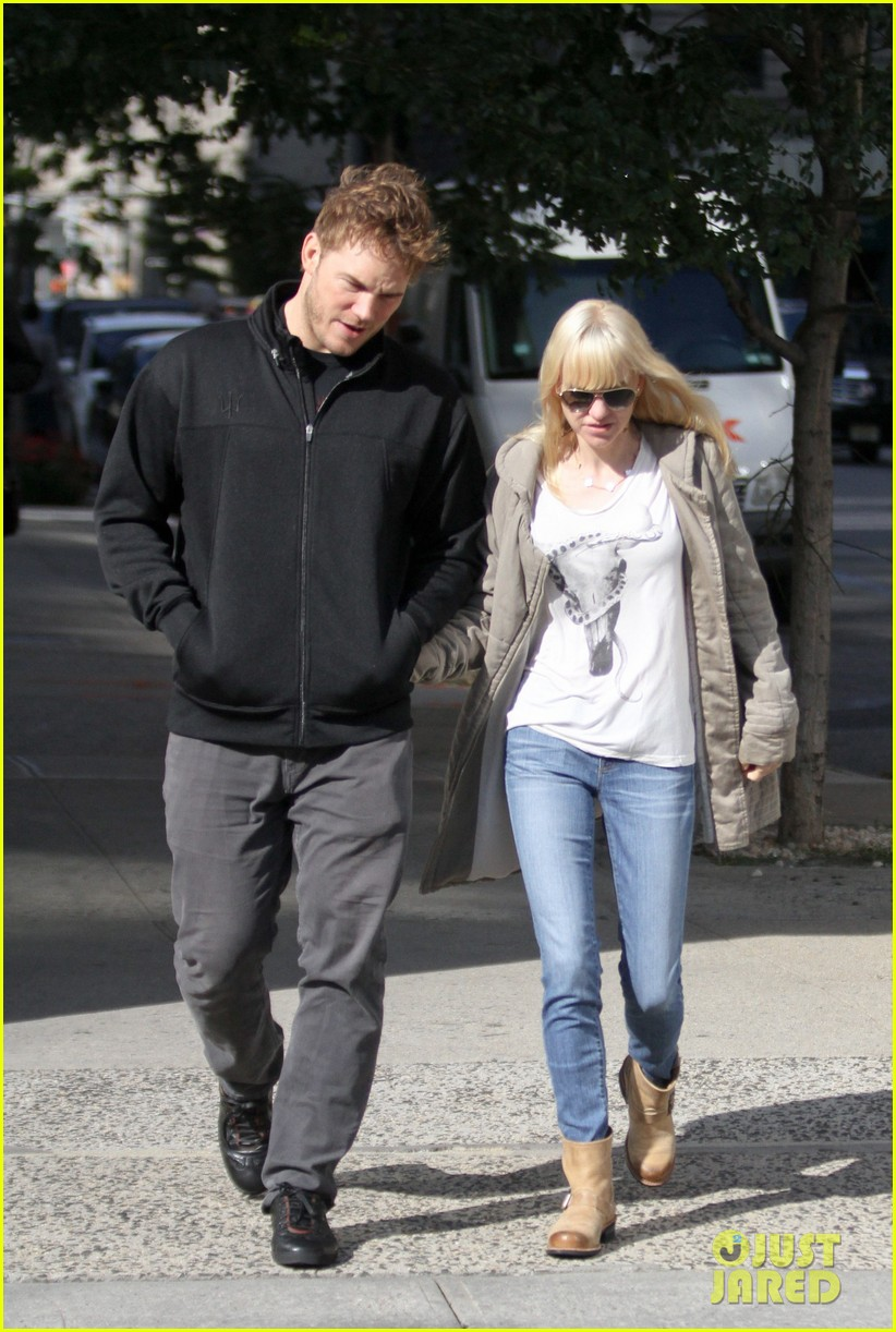 chris pratt strolls with anna faris tweets thanks for guardians 072972310