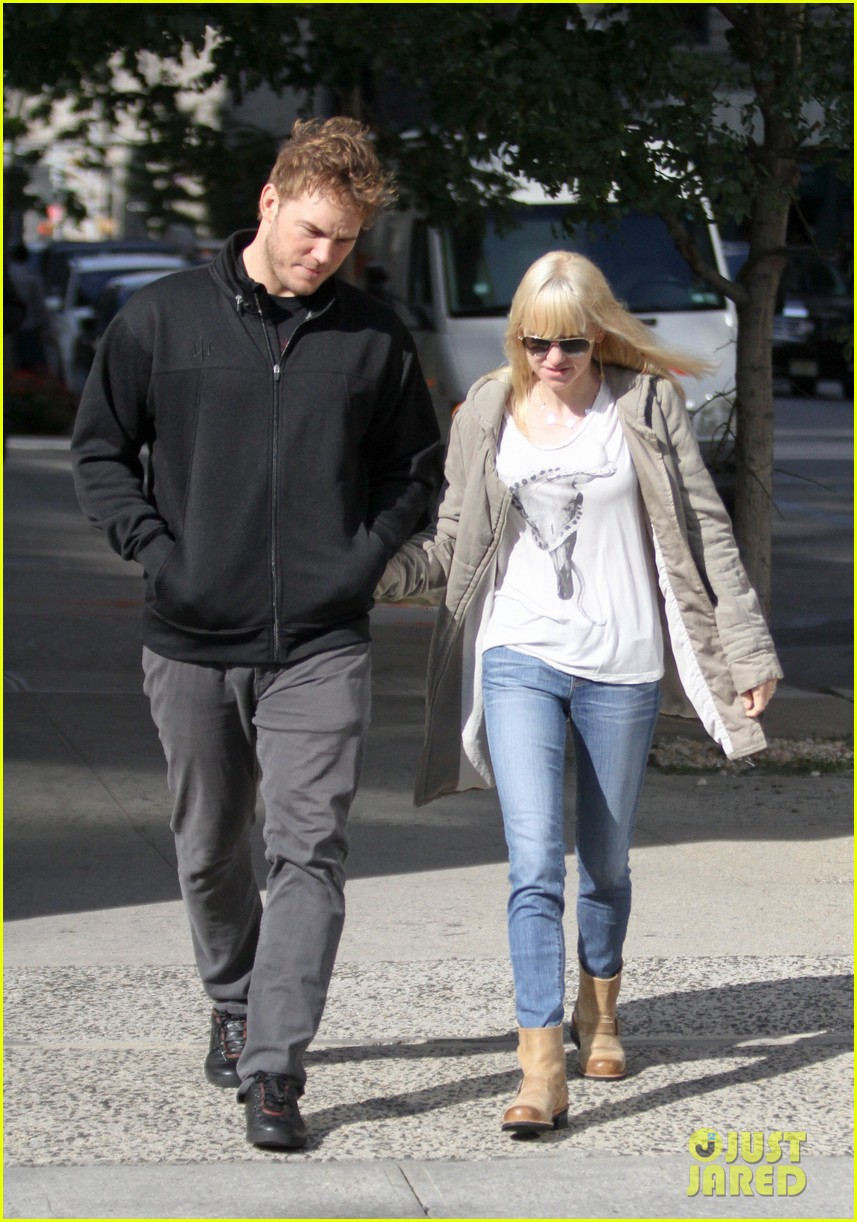 chris pratt strolls with anna faris tweets thanks for guardians 082972311