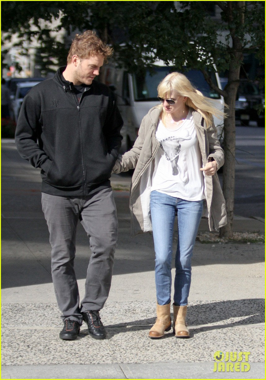 chris pratt strolls with anna faris tweets thanks for guardians 092972312