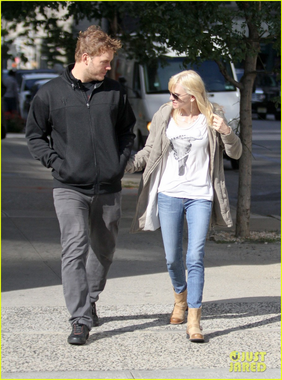 chris pratt strolls with anna faris tweets thanks for guardians 112972314