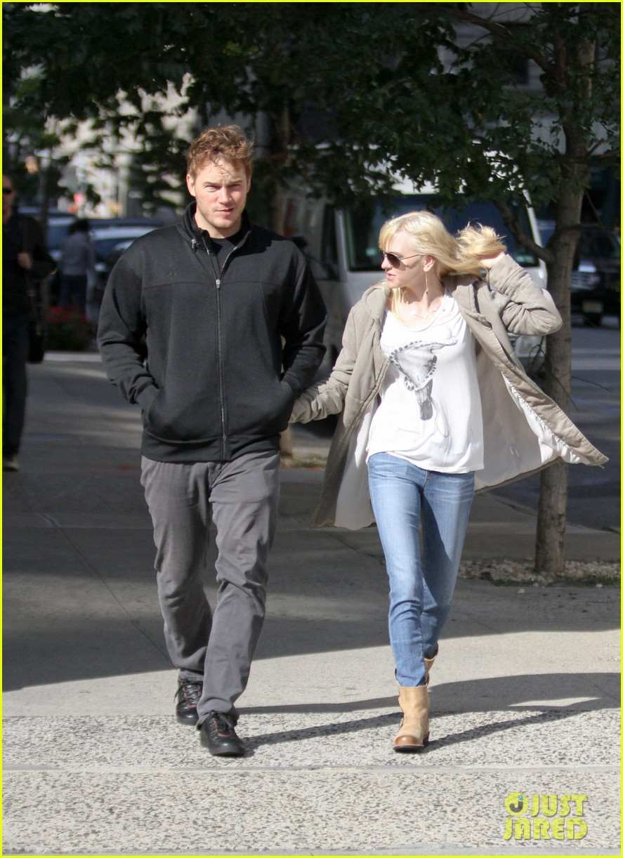 chris pratt strolls with anna faris tweets thanks for guardians 122972315