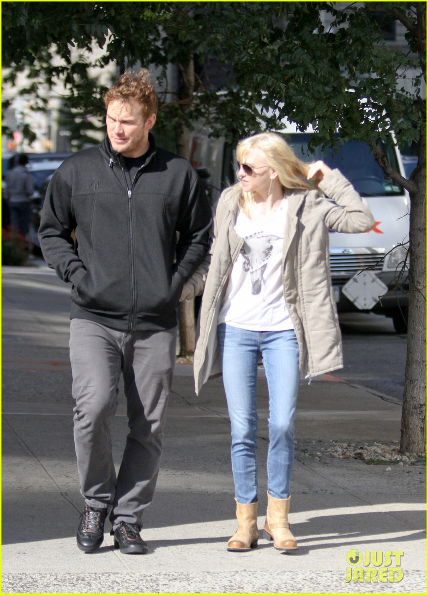 chris pratt strolls with anna faris tweets thanks for guardians 132972316