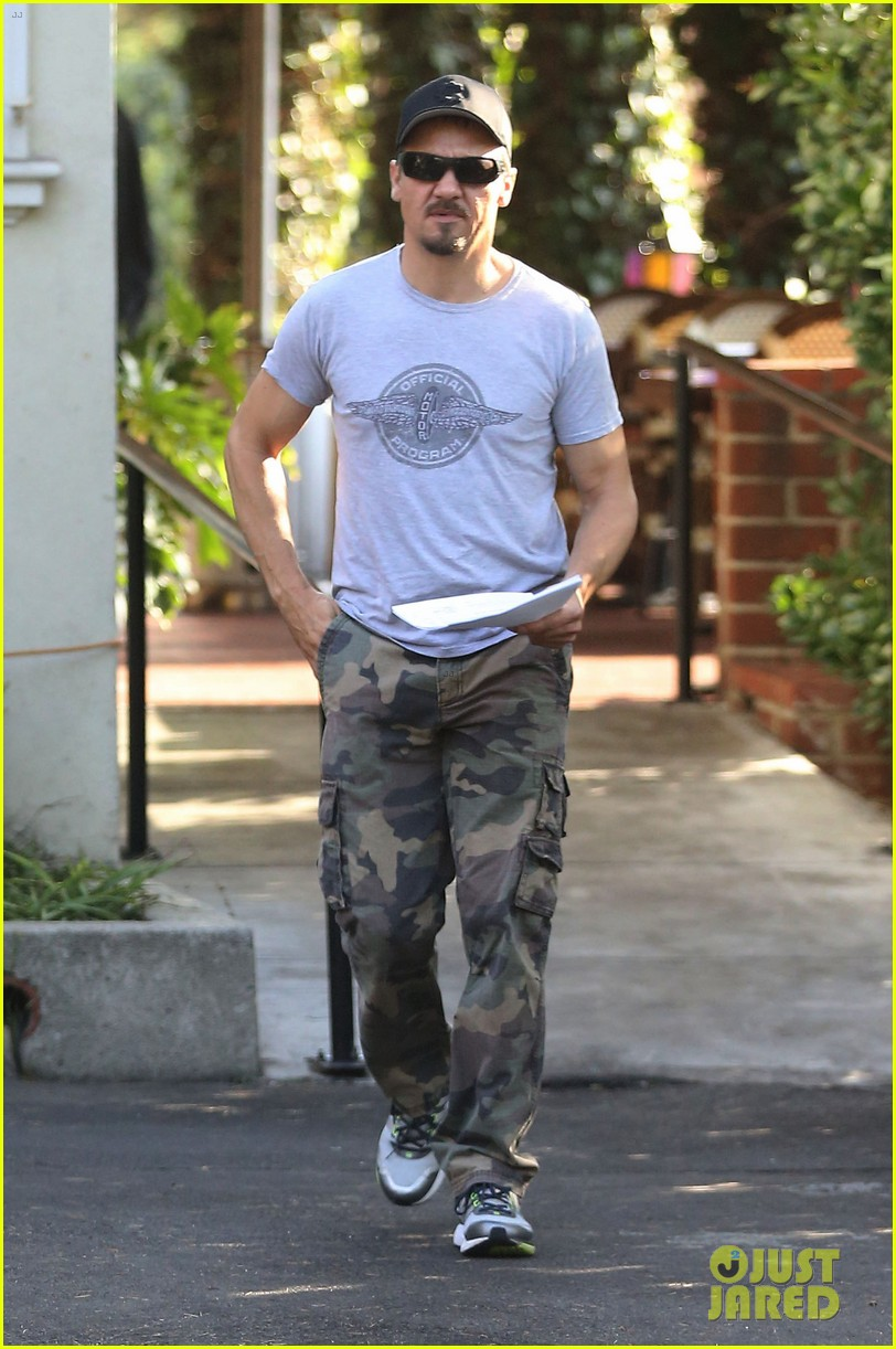 jeremy renner goes camouflage in west hollywood 062965900