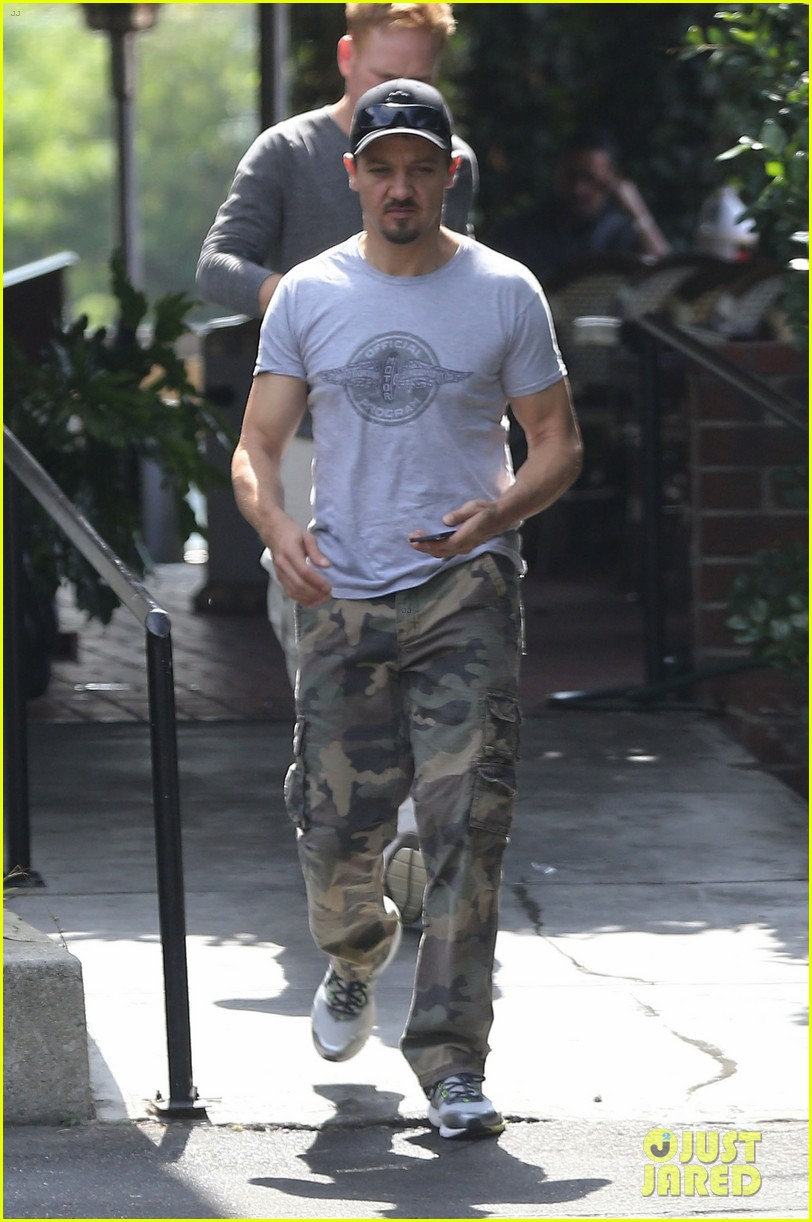 jeremy renner goes camouflage in west hollywood 072965901